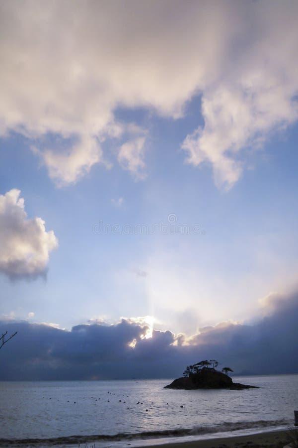 日出和云彩在天空 免版税图库摄影