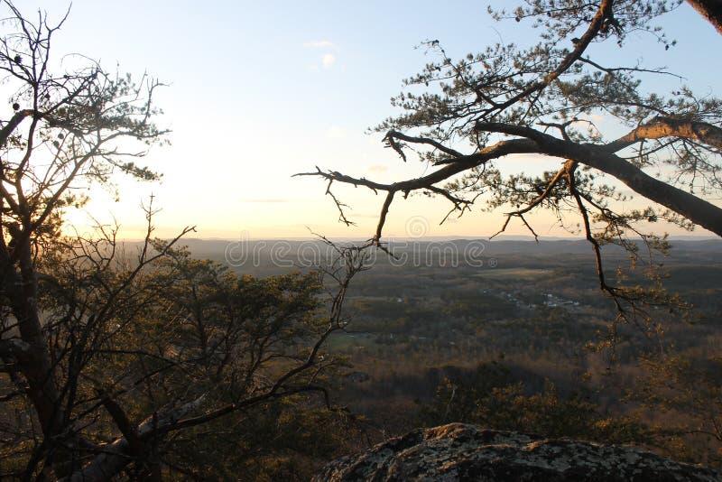 日出在放松的山好早晨 库存照片