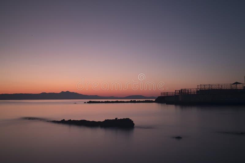 日出在旅馆AquaMarina在希腊 库存照片
