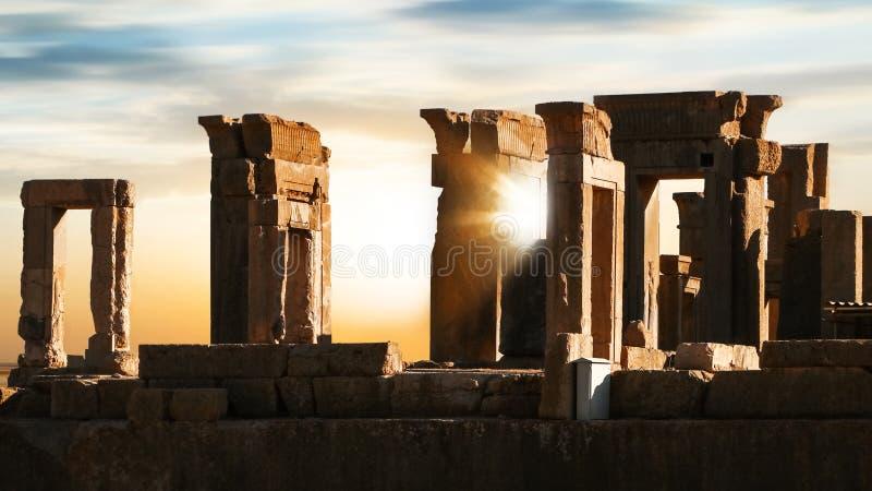 日出在波斯波利斯 伊朗 古老波斯 日出和日落背景 免版税库存图片