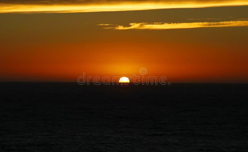日出在海的太阳上升破晓的 免版税图库摄影
