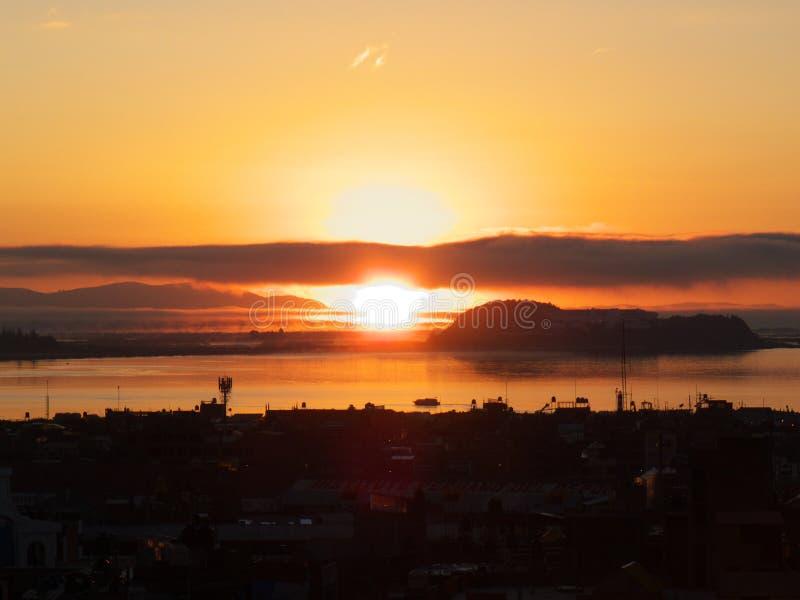 日出在Titicaca湖 免版税库存照片