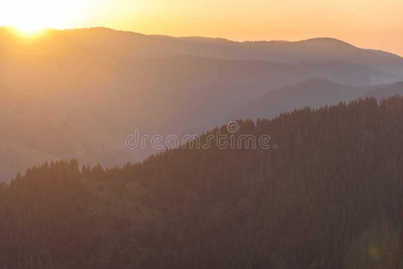 日出山在秋天 免版税库存图片