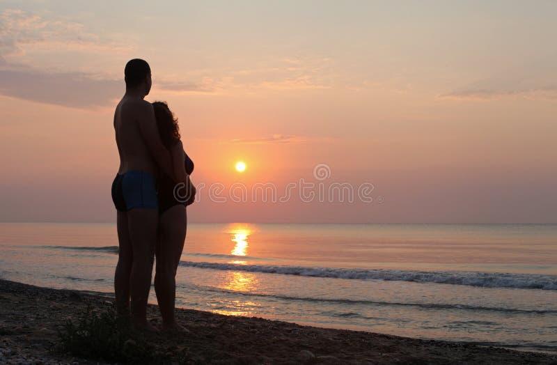 日出平安的海边水反射 免版税库存图片