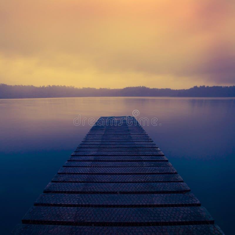 日出新西兰概念的平静的平安的湖 免版税图库摄影