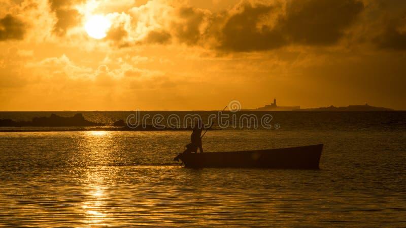 日出渔夫 库存图片