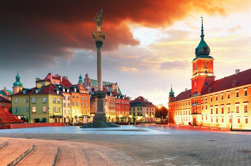日出的华沙市,波兰 库存图片