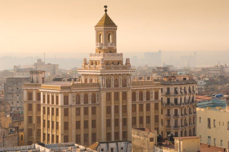 日出的哈瓦那旧城 库存照片