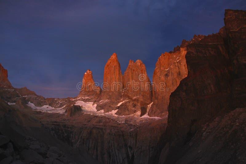 日出的托里斯在托里斯del潘恩国家公园 库存照片