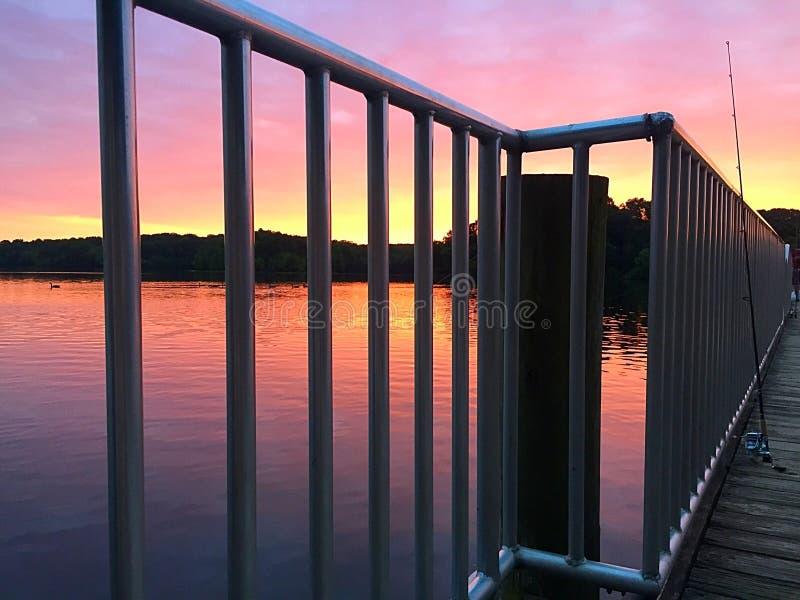 日出的湖 库存图片