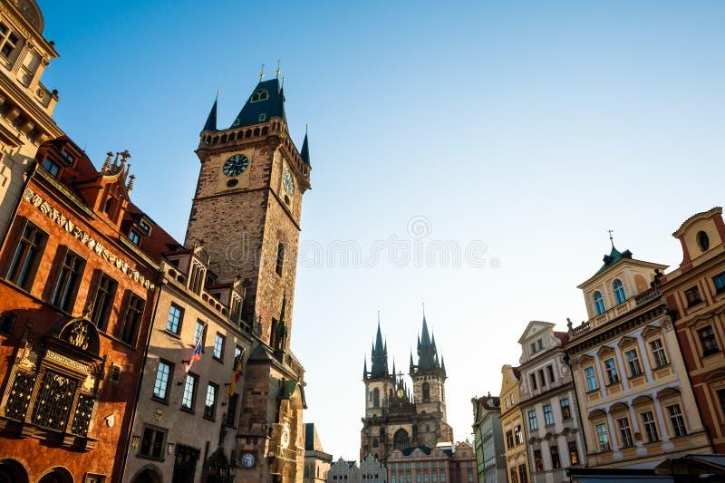 日出的老城广场在布拉格,捷克 免版税库存照片