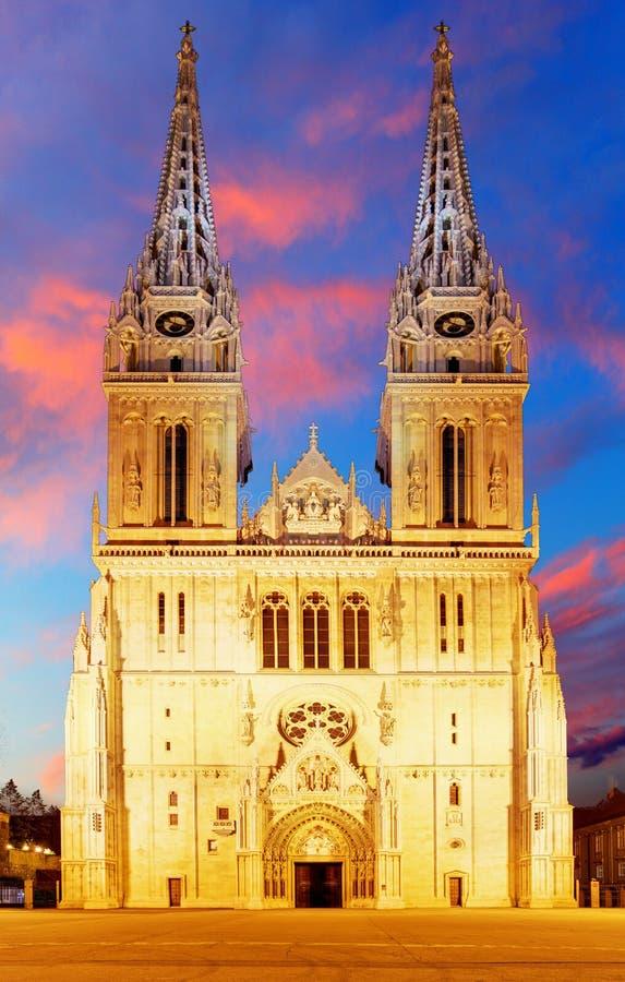 日出的萨格勒布大教堂,克罗地亚。 库存图片