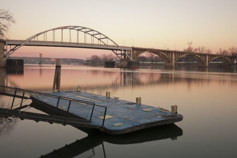 日出的阿肯色河 库存照片