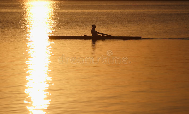 日出皮船 库存照片