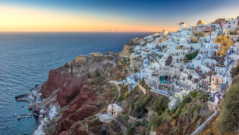 日出视图向Oia,圣托里尼,希腊 免版税库存照片