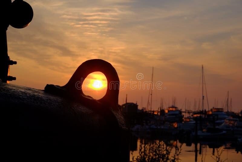 日出通过浮体 库存图片
