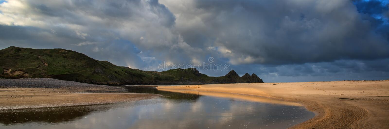 日出风景全景三峭壁在有dramat的威尔士咆哮 库存图片