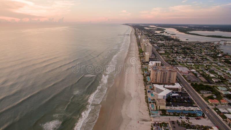 日出鸟瞰图在Daytona海滩佛罗里达 图库摄影