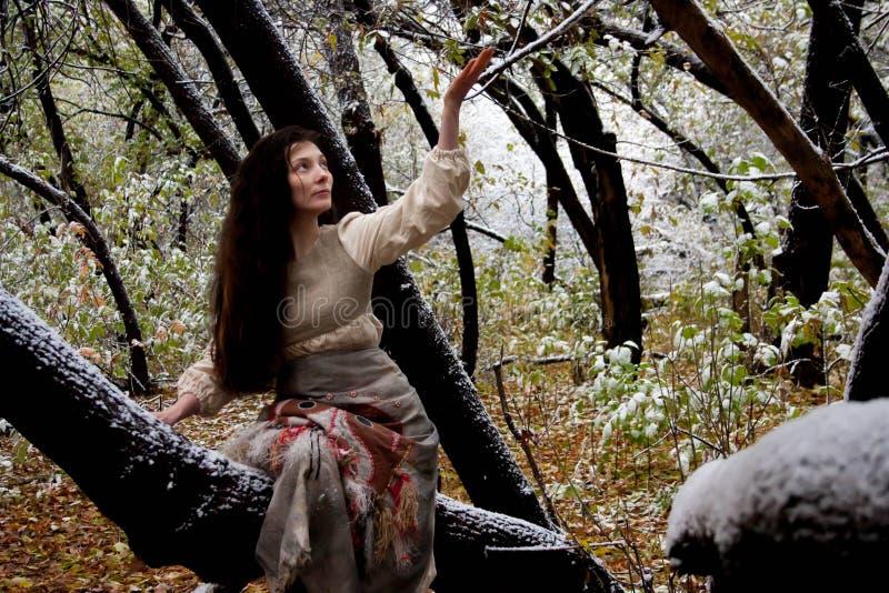 日历概念日期冷面万圣节愉快的藏品微型收割机说大镰刀身分 森林巫婆秋天 免版税库存照片