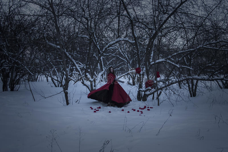 日历概念日期冷面万圣节愉快的藏品微型收割机说大镰刀身分 巫婆是红色的 库存图片