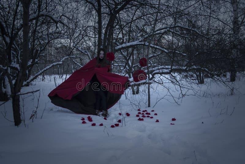 日历概念日期冷面万圣节愉快的藏品微型收割机说大镰刀身分 舞蹈的火热的巫婆 库存照片