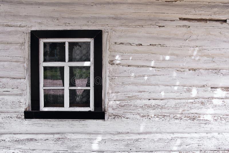 从日志的木墙壁与窗口作为背景纹理 库存图片