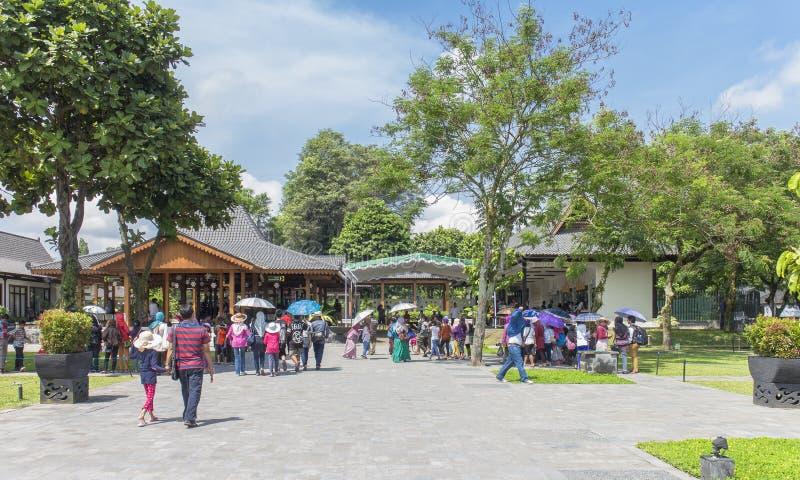 日惹,印度尼西亚- 8月, 28 :访问巴兰班南的游人 库存照片