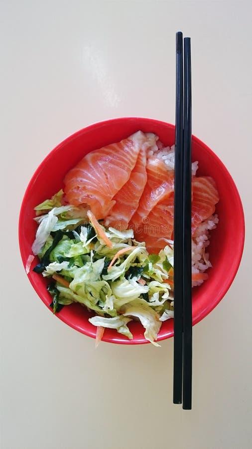 日本三文鱼chirashi 免版税库存图片