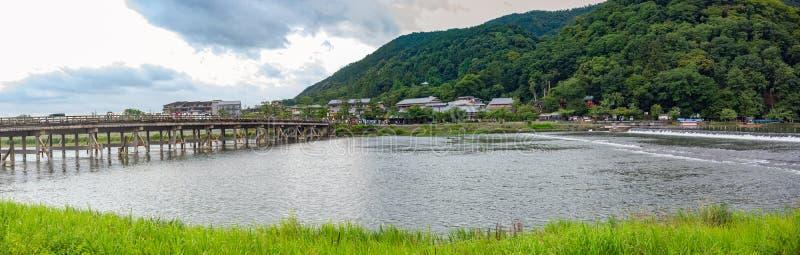 日本京都岚山和京桥与桂河 免版税图库摄影