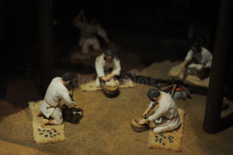 日本人玩偶在弥生时代,2000年前 弥生时代是日本的时间段很长时间前 他们的发型是ve 免版税库存照片