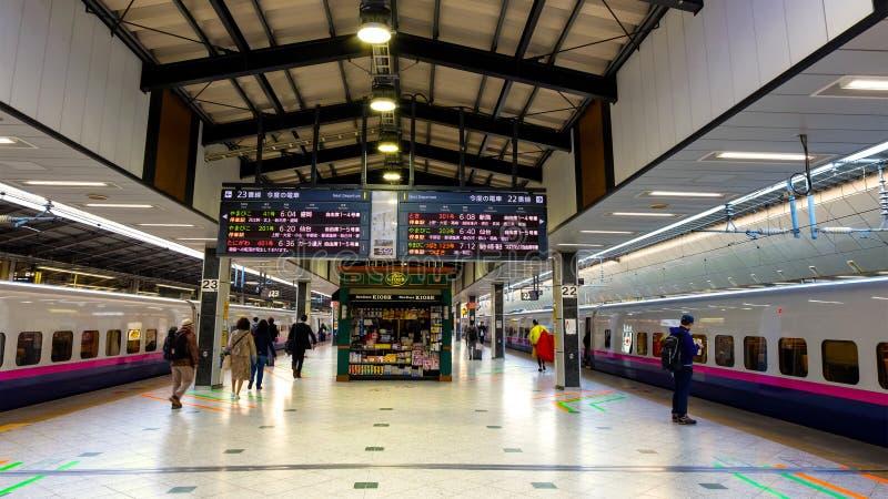 日本人Shinkansen高速火车平台内部  库存图片