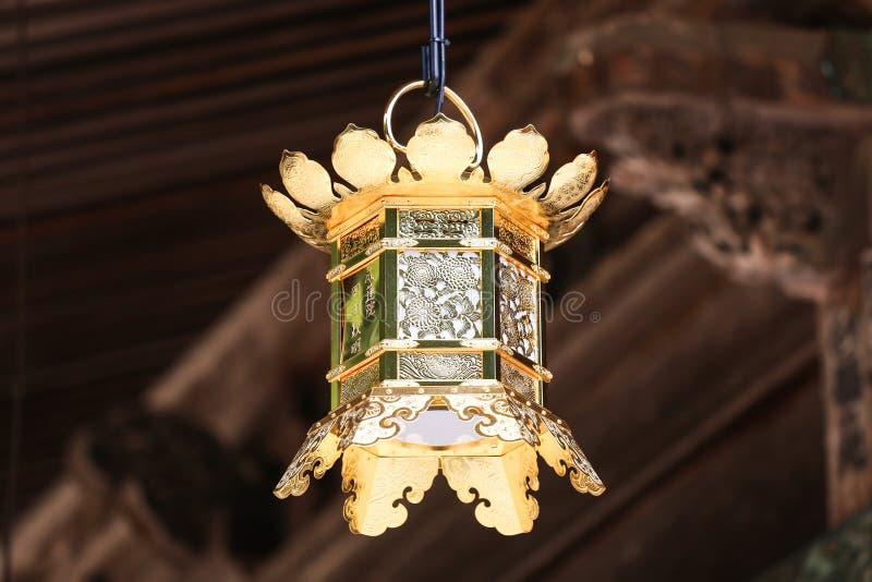 日本佛教金黄灯笼 库存图片