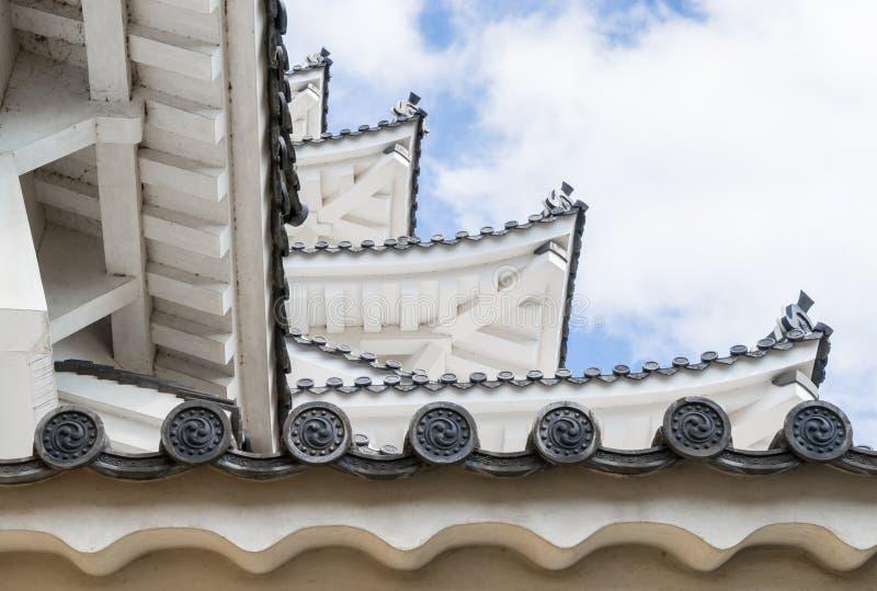 日本城堡屋顶分层堆积蓝天 库存照片