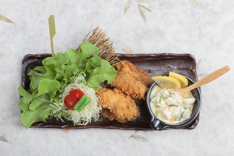 日本天麸罗淡菜顶视图是混合与面粉的被油炸的淡菜供食用蛋沙拉 图库摄影