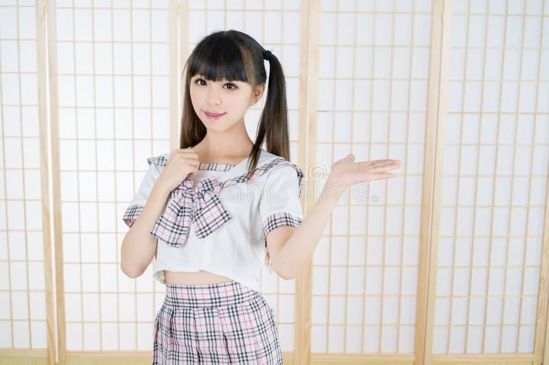 日本学生女孩在tatami屋子里 免版税库存照片