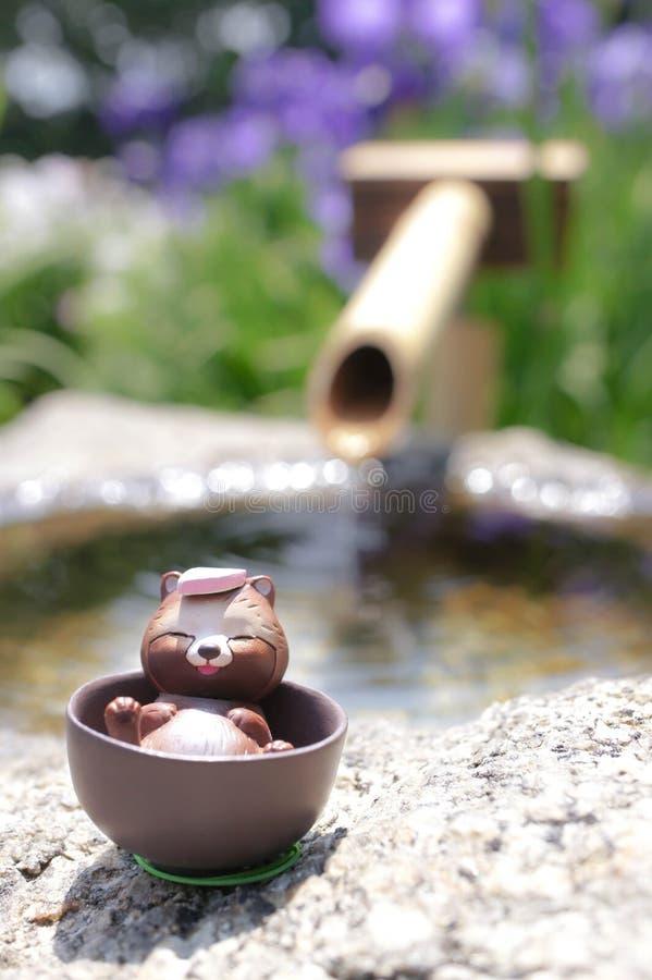 日本室外onsen浣熊玩具 免版税图库摄影