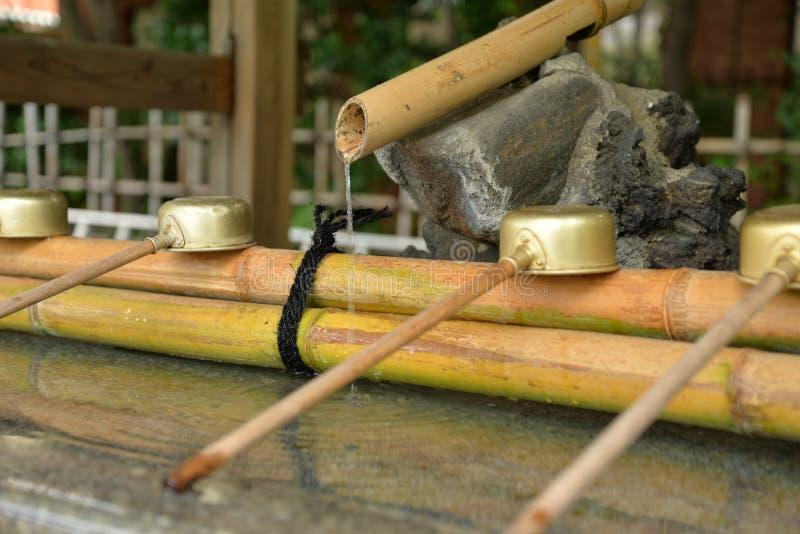 日本寺庙竹喷泉 库存照片