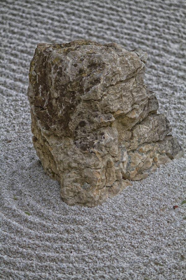 日本庭院和石头 图库摄影