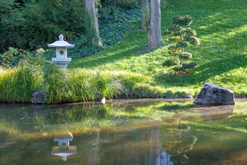 日本庭院在布达佩斯动物园里 免版税库存图片