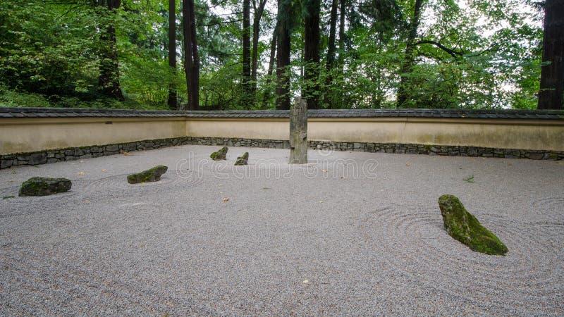 日本庭院石头 免版税库存照片