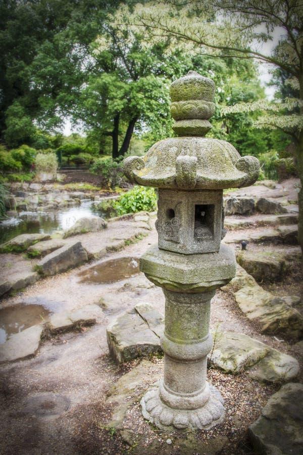 日本庭院雕象在Regent's公园伦敦英国 免版税库存图片