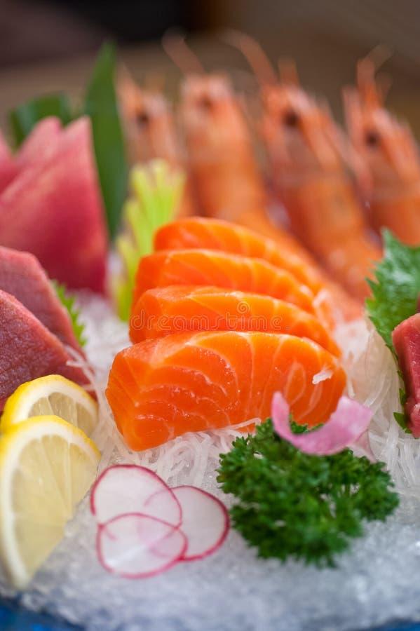 日本式被分类的生鱼片盘 库存图片