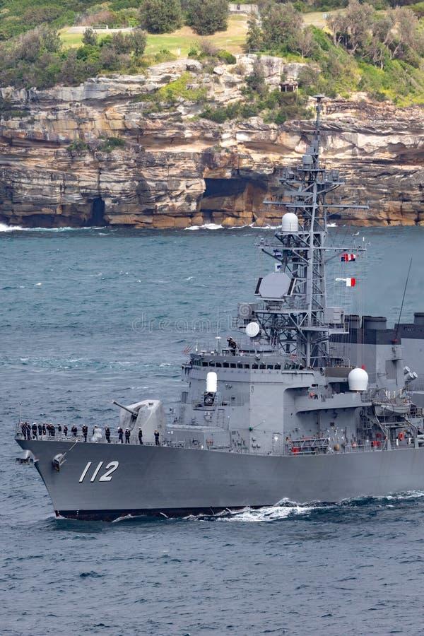 日本海上自卫队离去的悉尼港口的JS Makinami高波型护卫舰 免版税库存照片