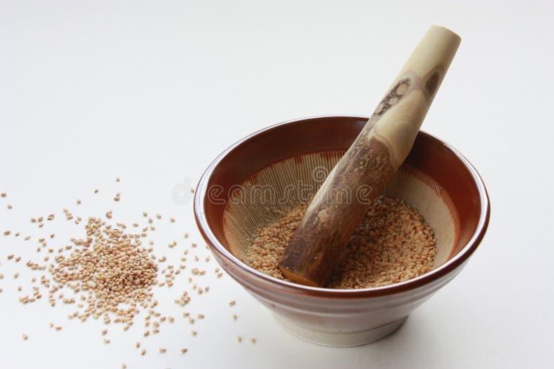 日本灰浆杵植入芝麻 免版税库存照片