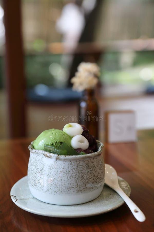日本点心Anmitsu绿茶冰淇淋豆沙和门司 库存照片