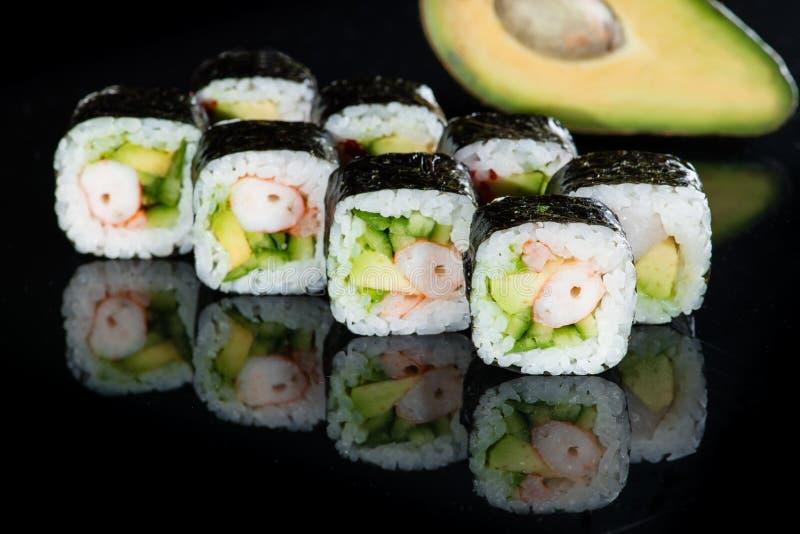 日本烹调 开胃maki寿司卷用米,鲕梨 图库摄影