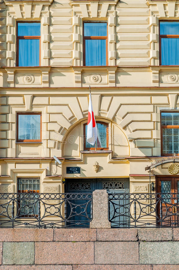日本的总领事馆圣徒彼得斯堡大厦的在Moika河堤防 免版税库存图片