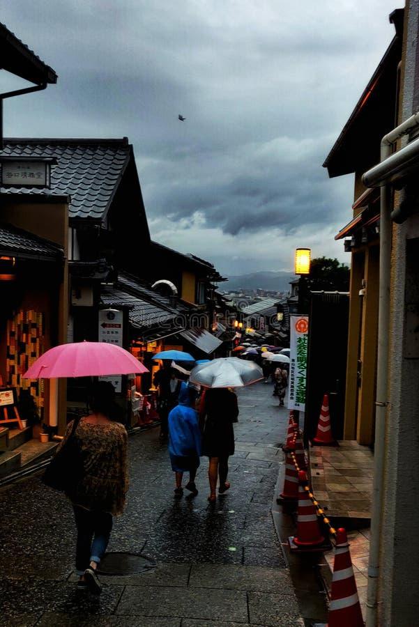 日本街在夜之前 免版税库存图片