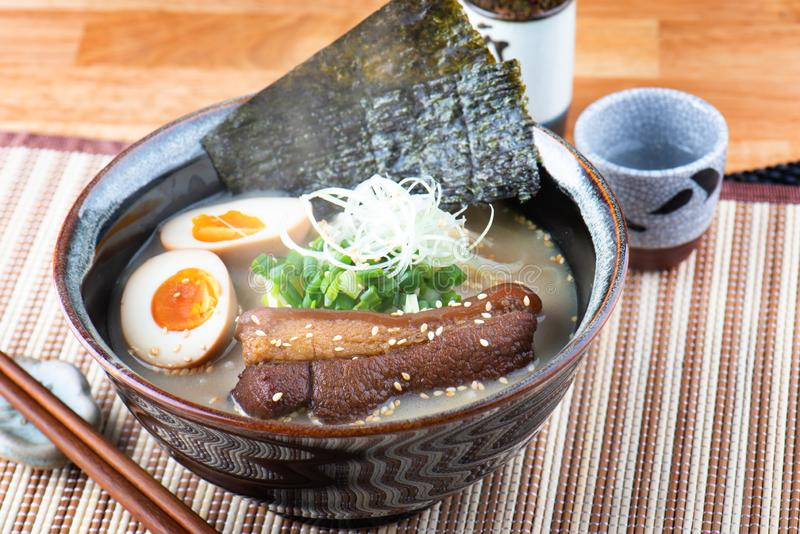 日本风格面条tonkotsu拉面 免版税库存图片