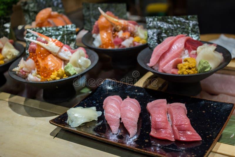 日本食物集合品种  寿司和Donburi,生鱼片为传统食物设置了 免版税库存照片